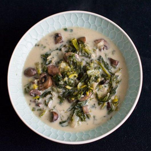 Εναλλακτική μαγειρίτσα με μανιτάρια, χόρτα και ρύζι | tlife.gr