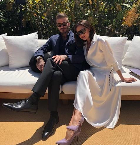Victoria Beckham: Oι πόζες με την οικογένεια και τα δώρα για τα γενέθλιά της! [pics,vids] | tlife.gr