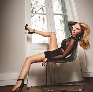 Zέτα Μακρυπούλια: Τη φωτογραφίζει η Ρούλα Ρέβη και είναι πιο σέξι από ποτέ! [pics]