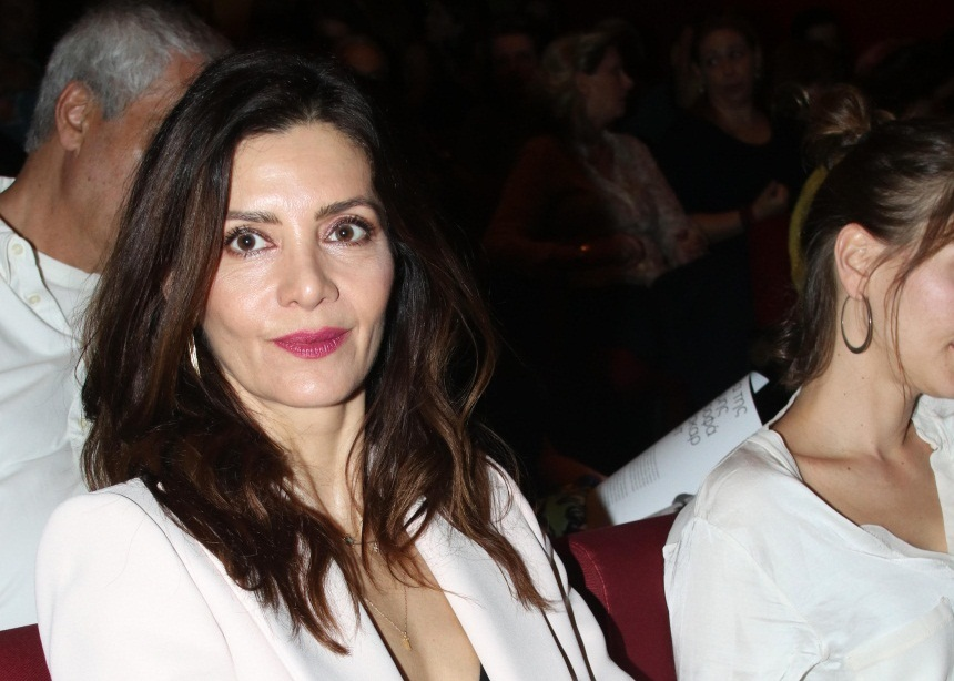 Κατερίνα Λέχου: Βραδινή έξοδος στο θέατρο με chic εμφάνιση! [pics]
