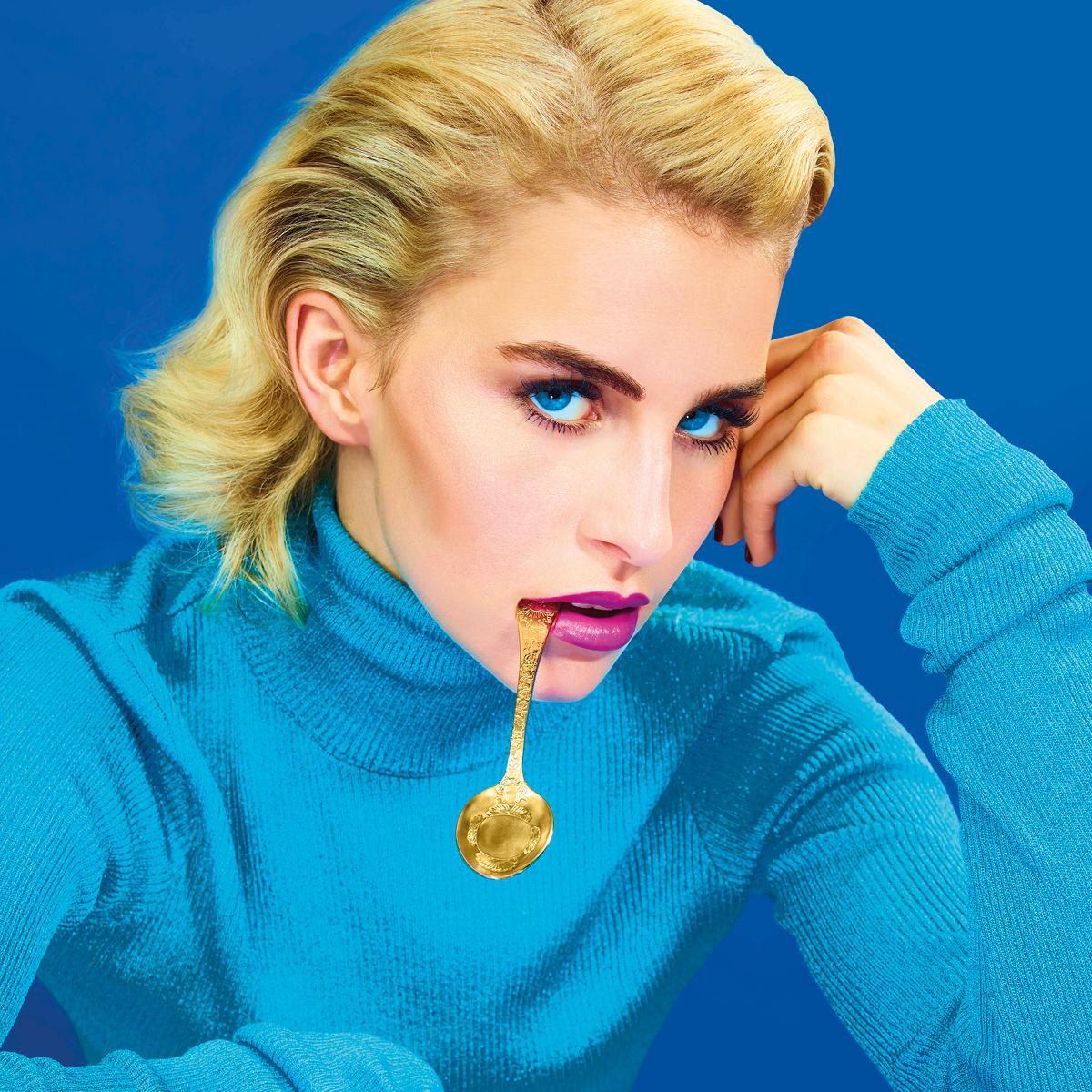 Exclusive beauty news! Η Caroline Daur είναι το πρόσωπο για την νέα σειρά Oh Sweetie της MAC! | tlife.gr