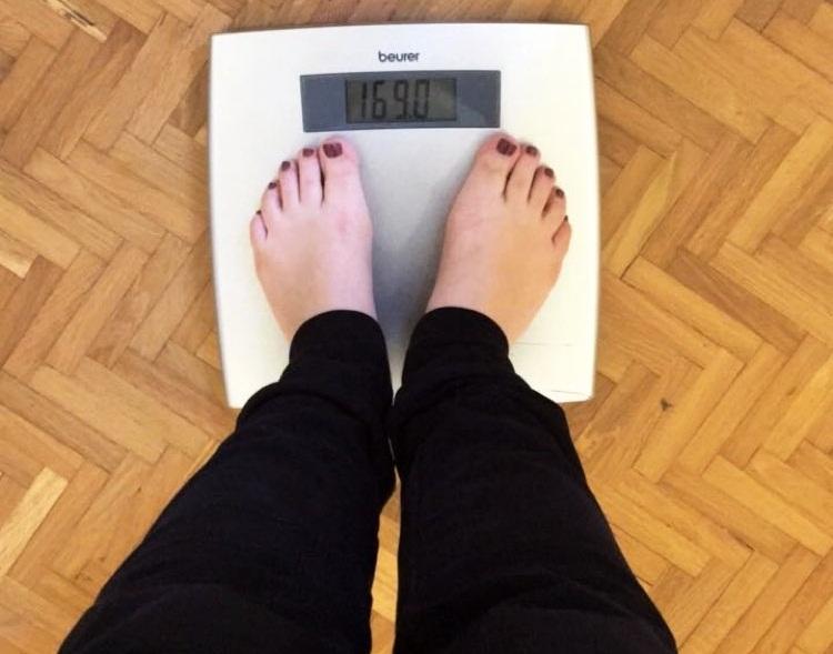 Ελληνίδα ηθοποιός ανέβηκε στη ζυγαριά κι έδειξε 169 κιλά!