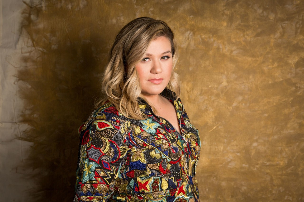 Ξέσπασε η Kelly Clarkson για το μακελειό στο Τέξας: «Έχω βαρεθεί να τηρώ ενός λεπτού σιγή» | tlife.gr