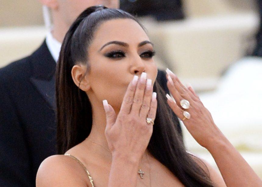 Σύμφωνα με την Kim Kardashian το επόμενο μανικιούρ σου πρέπει να είναι γαλλικό!   tlife.gr