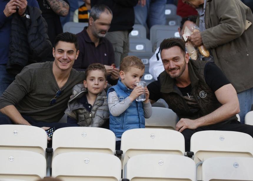 Χρήστος Μενιδάτης: Σπάνια εμφάνιση με τους γιους του και τον αδερφό του [pics]