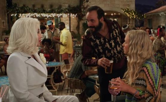 Ο Πάνος Μουζουράκης στο Mamma Mia 2, δίπλα στη Cher! Δες τις πρώτες εικόνες – Video | tlife.gr