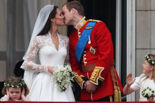 28d6ddbe1f15 Σίγουρα θα θυμάσαι το μικρό κορίτσι που έκλεινε δυσαρεστημένο τα αυτιά του  στο γάμο του William και της Κate το 2011