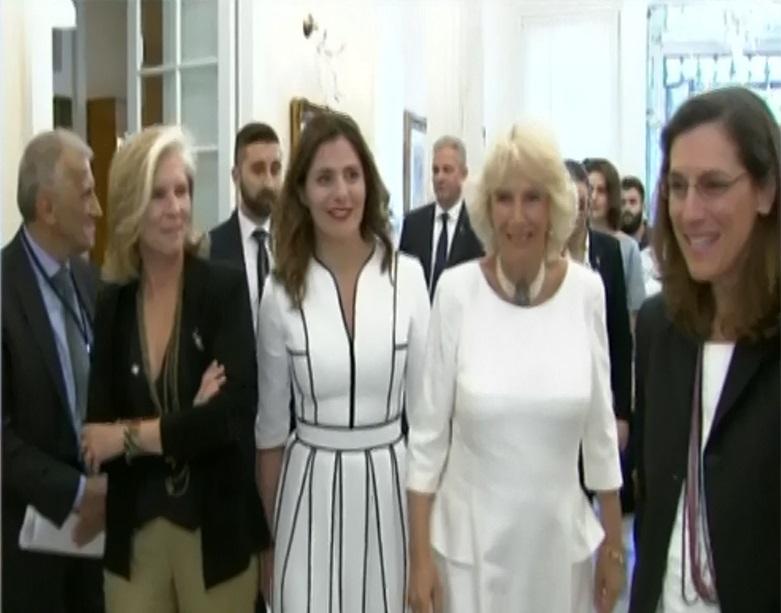 Εντυπωσιακή η Μπέττυ Μπαζιάνα στη συνάντηση με την Καμίλα! [vid] | tlife.gr