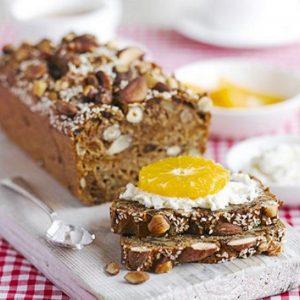Κέικ με ξηρούς καρπούς και αποξηραμένα φρούτα