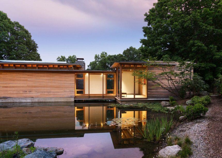 Connecticut Residence: Η εμβληματική μονοκατοικία που καταφέρνει να… εσωκλείσει μια λίμνη! | tlife.gr