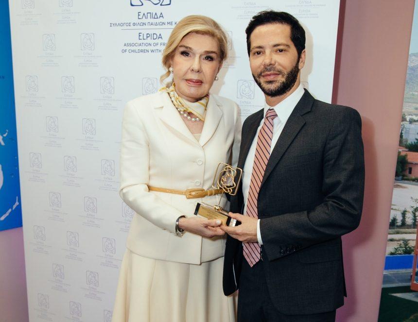 Μαριάννα Βαρδινογιάννη: Τιμητικό βραβείο στην Έμιλυ Βαφειά και τον Χρύσανθο Πανά!   tlife.gr