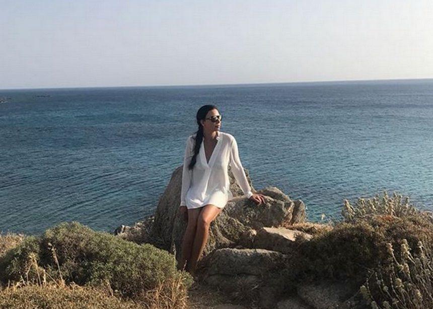 Εύη Βατίδου: Βουτιές στις παραλίες της Μυκόνου [pics]   tlife.gr
