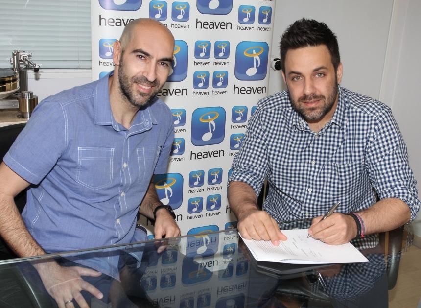 Γιώργος Γιαννιάς: Ανανέωσε το συμβόλαιό του με την Heaven Music! [pics]   tlife.gr