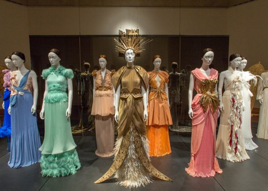 Heavenly Bodies Exhibition: Η μεγαλειώδης έκθεση του Metropolitan Museum of Art ανοίγει τις πόρτες της | tlife.gr