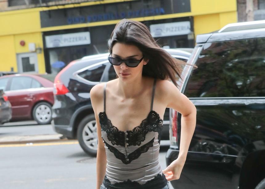 Η Kendall Jenner φόρεσε το lingerie τοπ με τον πιο casual τρόπο! Πάρε ιδέες… | tlife.gr