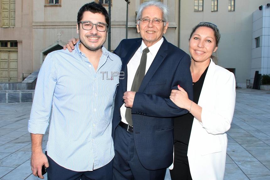 """Δημήτρης Κωνσταντάρας: Η παρουσίαση του νέου του βιβλίου """"Ημερολόγια"""" με τον γιο και την κόρη του, στο πλευρό του [pics]"""