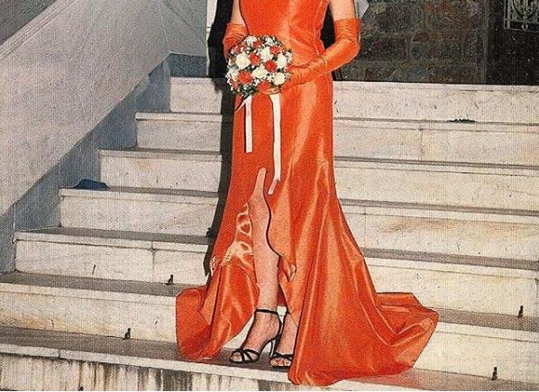 Ποια Ελληνίδα ηθοποιός τόλμησε να βάλει κόκκινο νυφικό στο γάμο της πριν πολλά χρόνια; [pic] | tlife.gr