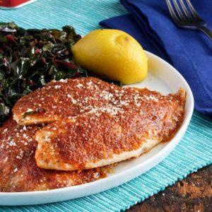 """Τραγανά και """"καπνιστά"""" fish fillets σε κρούστα παρμεζάνας"""