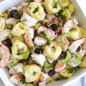 Κρύα σαλάτα με τορτελίνια και γαρίδες