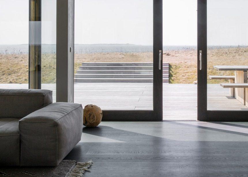 "Seaside Abode: Η εντυπωσιακή μονοκατοικία που ""αιχμαλωτίζει"" τη φύση στο σχεδιασμό της | tlife.gr"