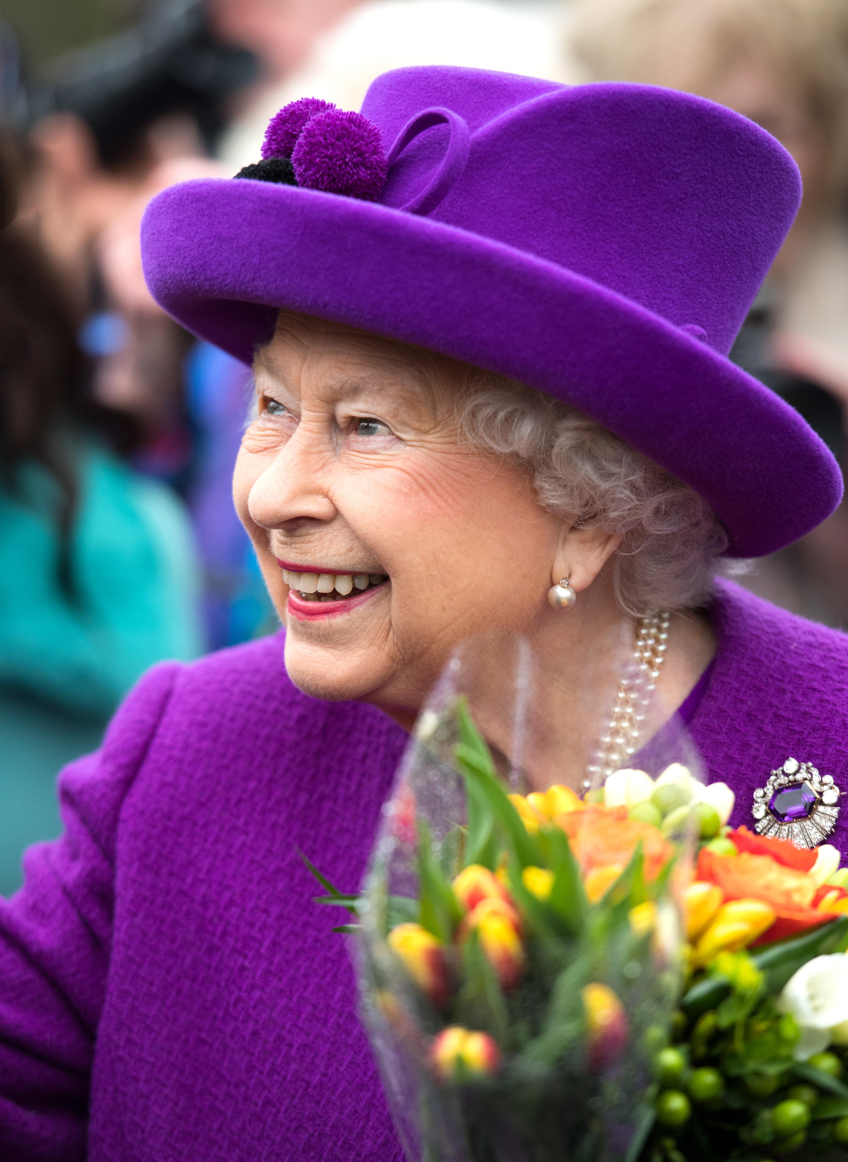 Ήρθε στο γραφείο το άρωμα της βασίλισσας Ελισάβετ! | tlife.gr