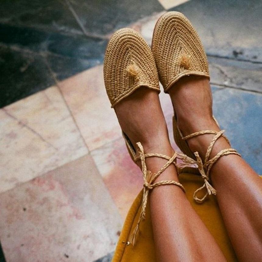 Αν σου αρέσουν οι ψάθινες τσάντες τότε θα λατρέψεις και αυτά τα παπούτσια | tlife.gr