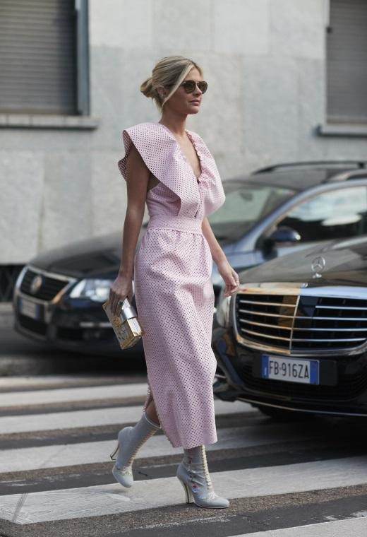 Παρίσι με ροζ φόρεμα | tlife.gr