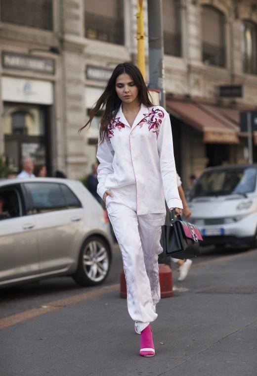 Παρίσι με pyjama set   tlife.gr