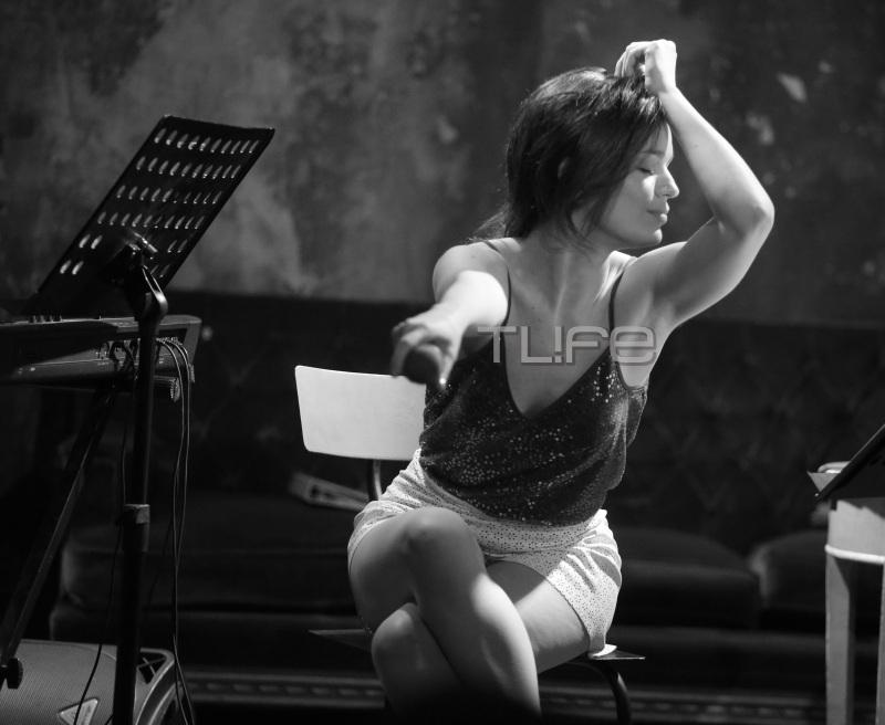 Τραϊάνα Ανανία: Σέξι όσο ποτέ τραγούδησε live και έκανε αίσθηση! Στο πλευρό της η καλλονή θεία της! [pics] | tlife.gr