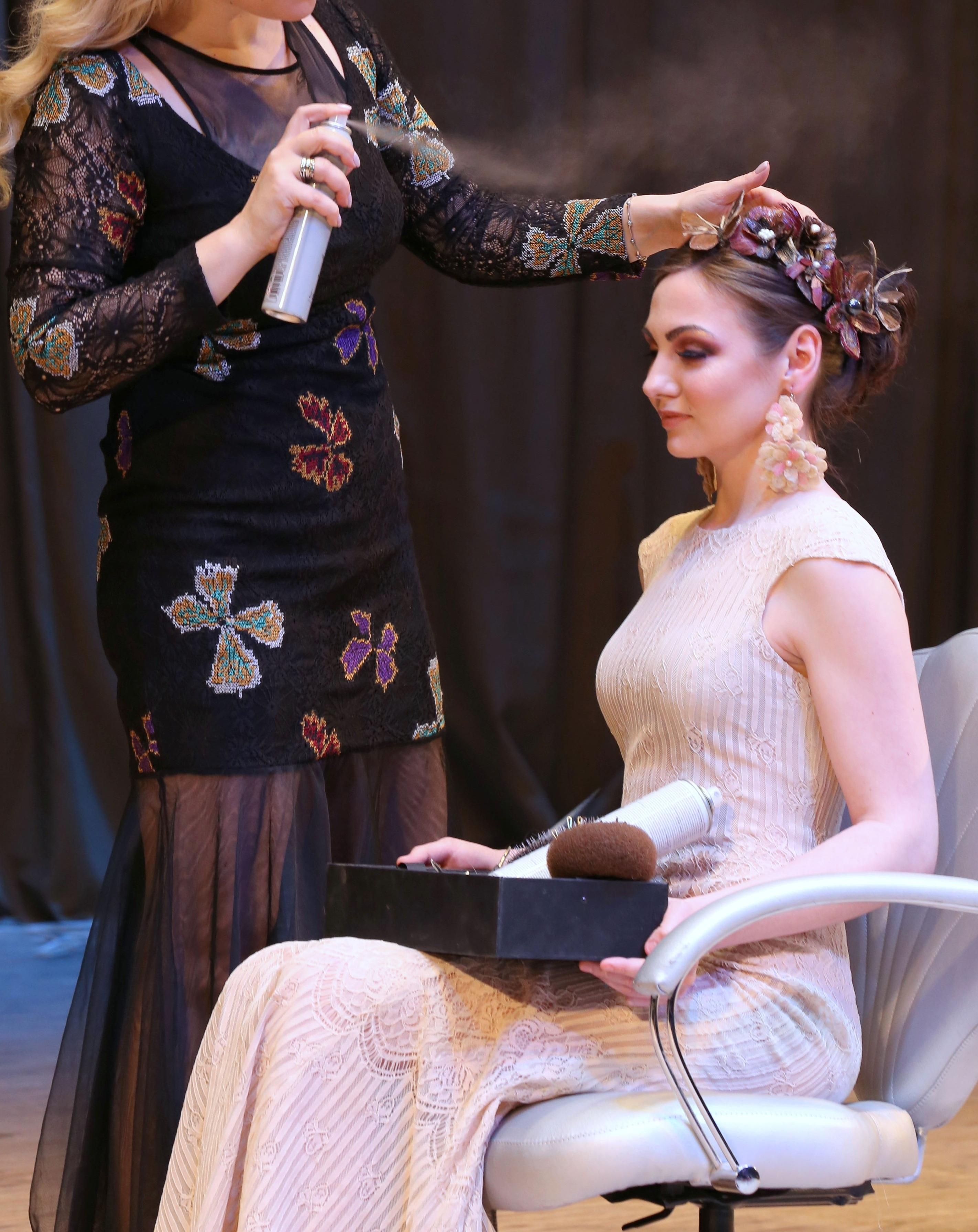 Ποια Ελληνίδα hair stylist βραβεύτηκε στο Κίεβο για τις ιδιαίτερες δημιουργίες της;   tlife.gr