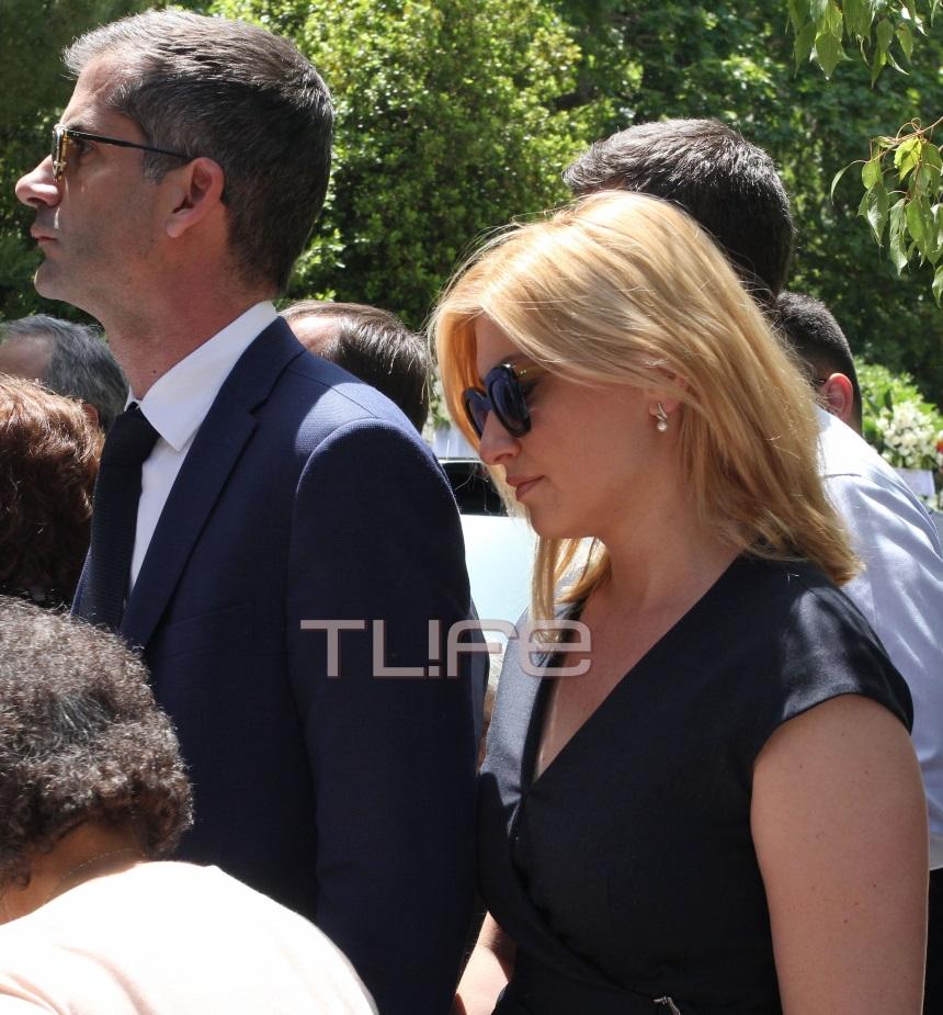 Θεόδωρος Βασιλάκης: Σύσσωμος ο πολιτικός και δημοσιογραφικός κόσμος στην κηδεία του | tlife.gr