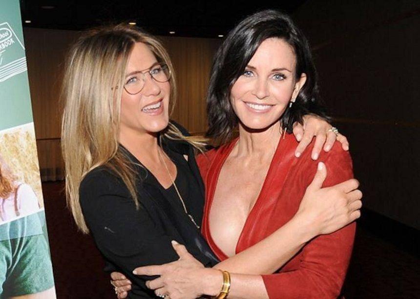 Η Jennifer Aniston και Courteney Cox θα γίνουν ξανά κουμπάρες! | tlife.gr