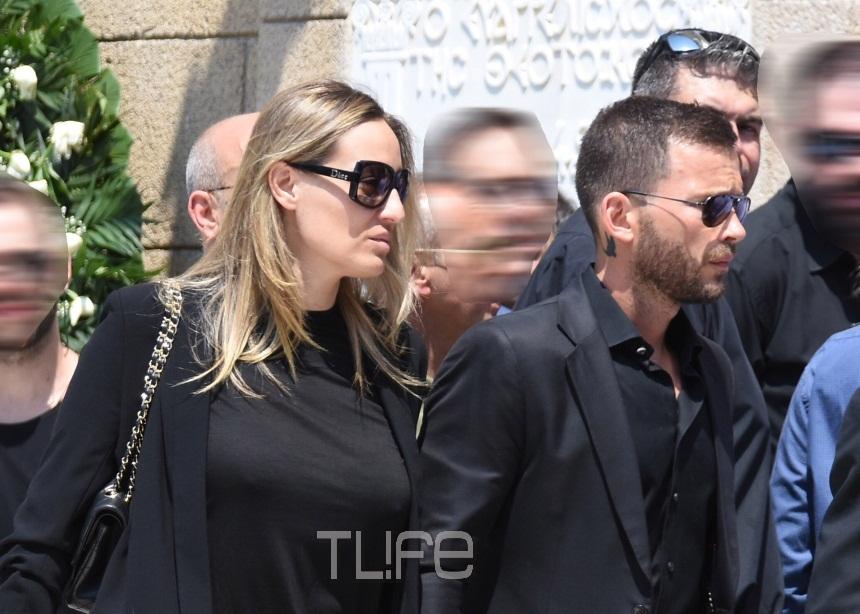 Ελεονώρα Μελέτη – Θοδωρής Μαροσούλης: Συντετριμμένοι στην κηδεία του Παύλου Γιαννακόπουλου – Η άγνωστη συγγένεια των δύο αντρών | tlife.gr