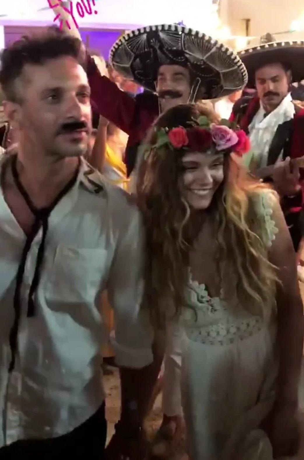 Γιώργος Χρανιώτης: Γεύση από Μεξικό στο γαμήλιο γλέντι! Η τούρτα και ο χορός του ζευγαριού! VIDEO | tlife.gr