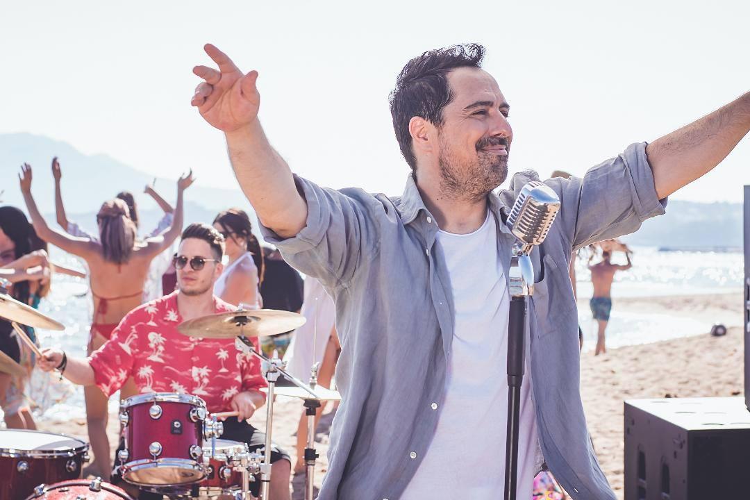 Μάκης Δημάκης: Κυκλοφορεί αυτό το Σαββάτο το πρώτο του ολοκληρωμένο άλμπουμ | tlife.gr