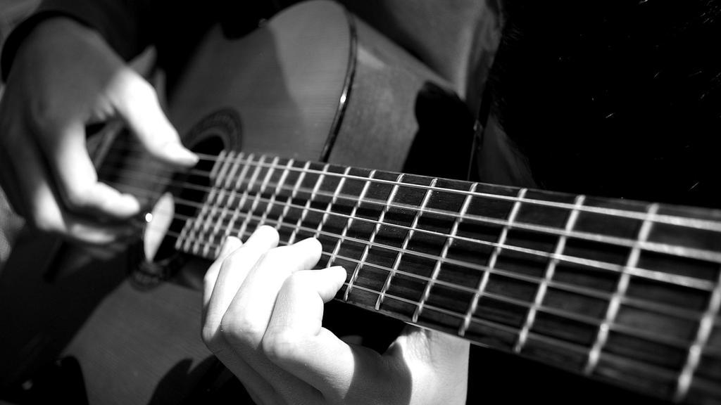 Πέθανε διάσημος κιθαρίστας σε ηλικία 68 ετών | tlife.gr
