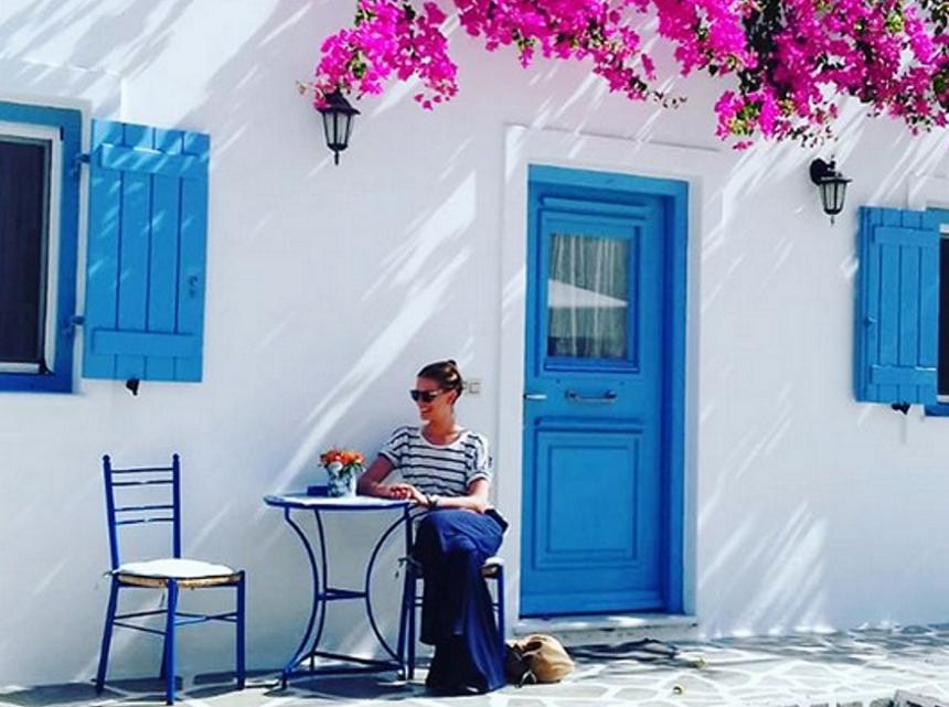 Τατιάνα Μπλάτνικ: Ταξίδι αστραπή στην Αντίπαρο! | tlife.gr