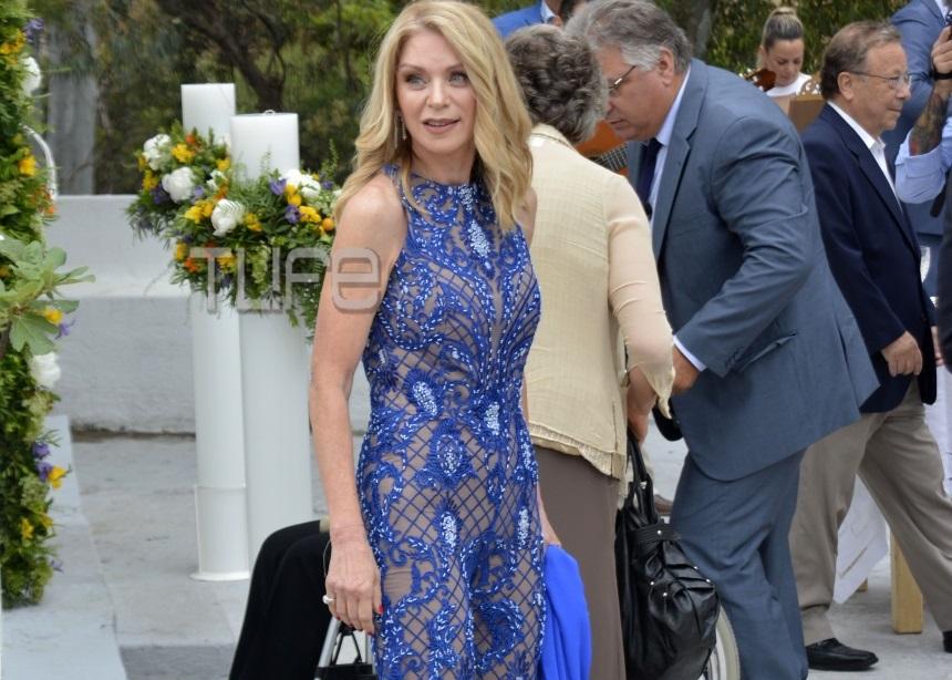 Έλλη Στάη: Οι λεπτομέρειες για την εμφάνιση που συζητήθηκε στο γάμο του γιου της | tlife.gr