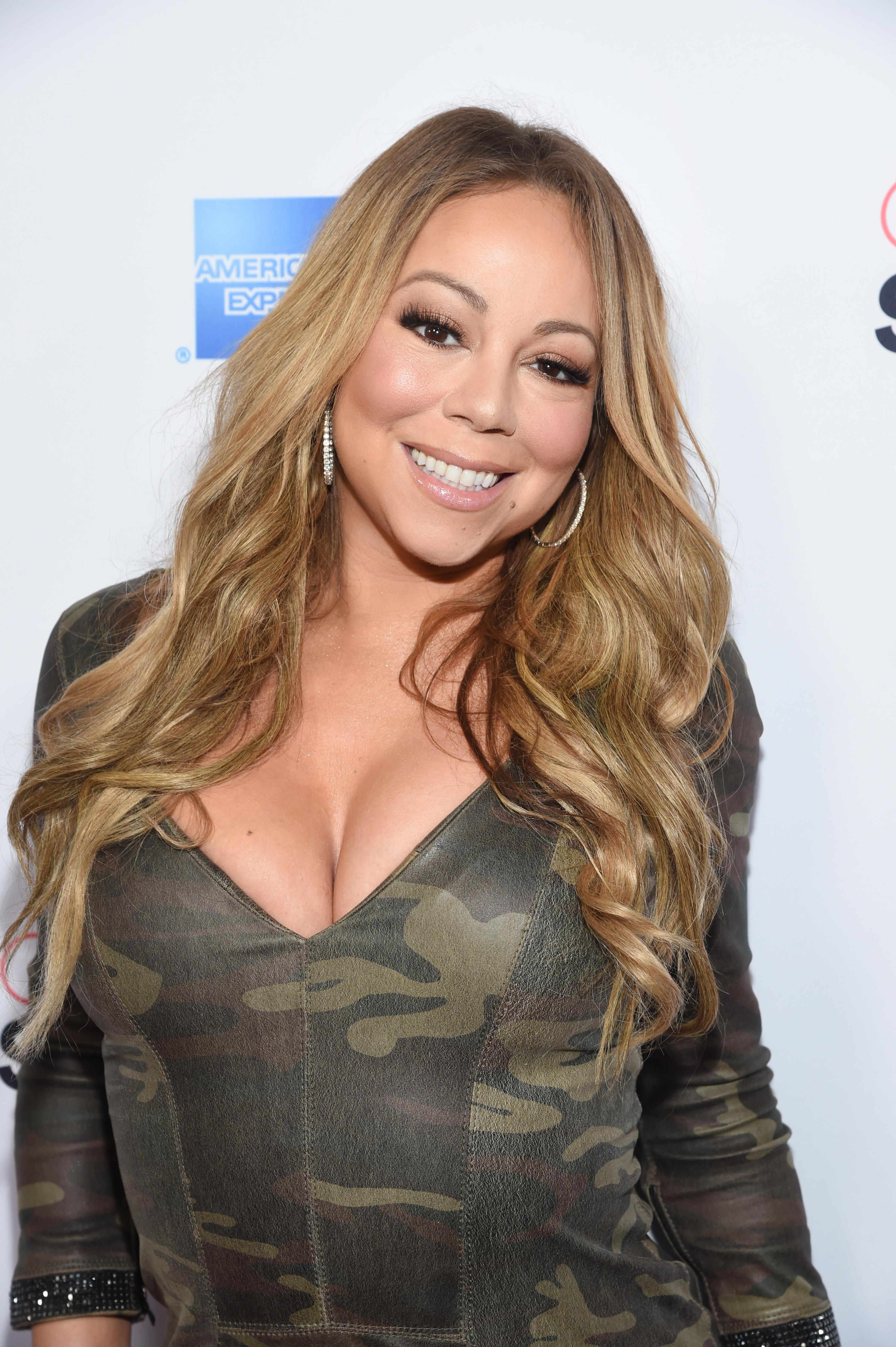 Η Mariah Carey κάνει μπάνιο σε γάλα! Γιατί είναι η Mariah Carey! | tlife.gr