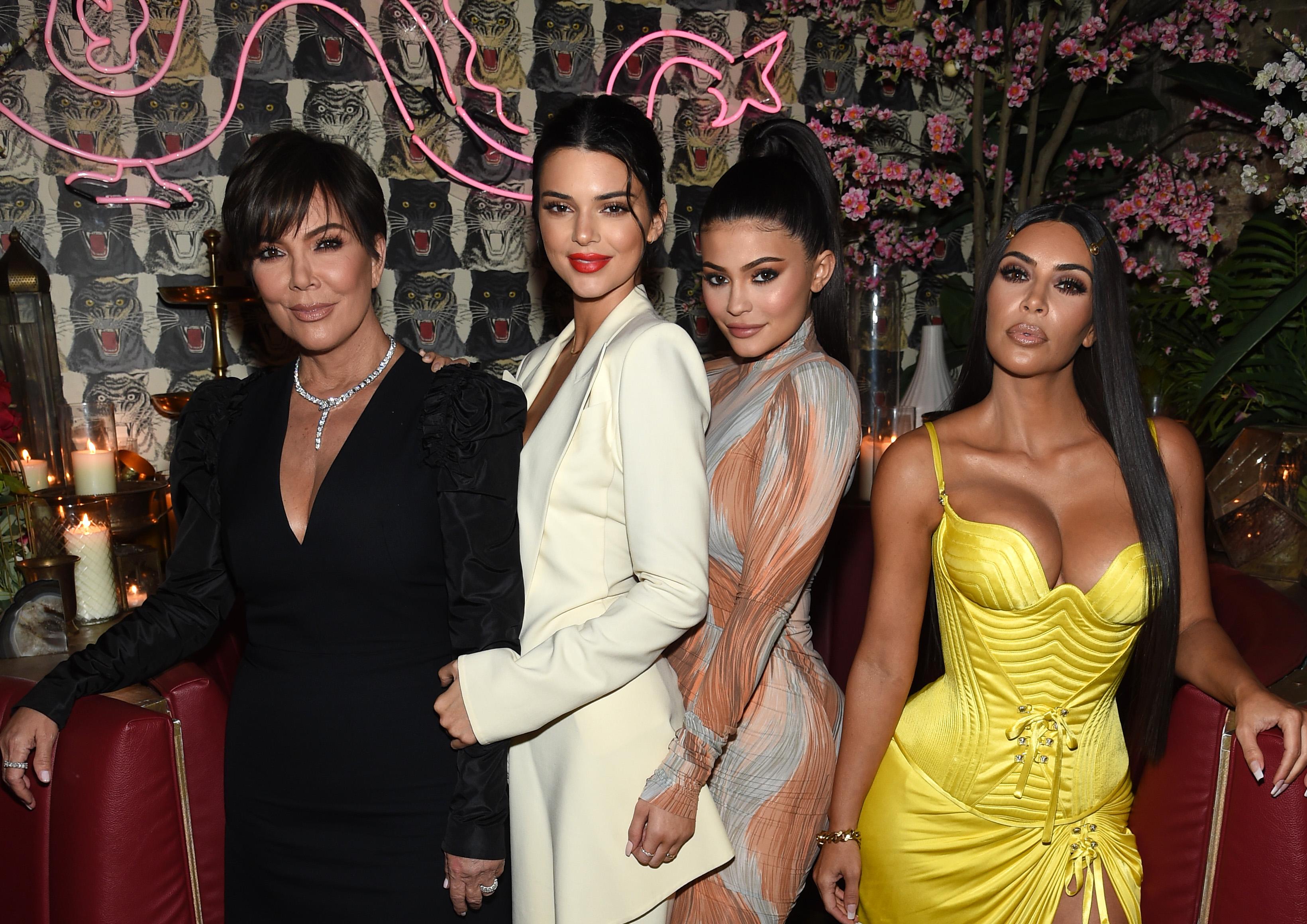 Οι Kardashian- Jenner έκαναν unfollow την προσωπική τους makeup artist! | tlife.gr