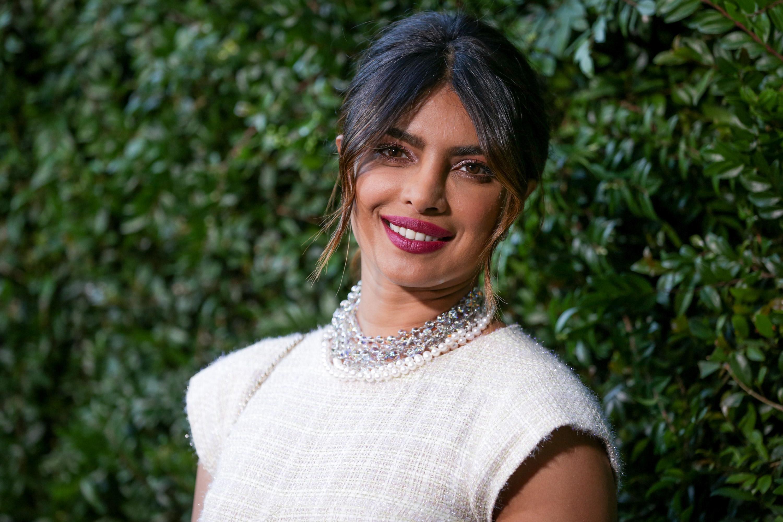 H Priyanka Chopra ορκίζεται σε αυτή τη μάσκα προσώπου! | tlife.gr