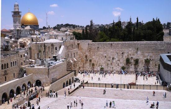 Κατακραυγή στο Ισραήλ από τη γυμνή φωτογράφιση μοντέλου με φόντο το Τείχος των Δακρύων | tlife.gr