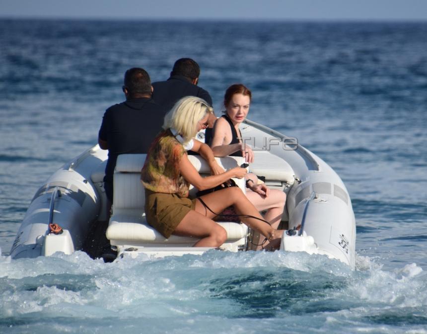 Lindsay Lohan: Βόλτες με σκάφος στη Μύκονο! [pics]   tlife.gr