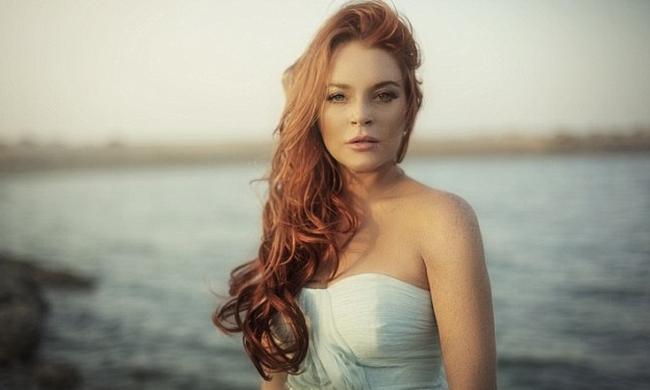 Lindsay Lohan: Συνεχίζει τις βουτιές στη Μύκονο! | tlife.gr