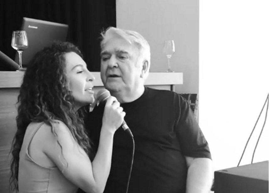 Συγκινεί η Γιάννα Τερζή – Το τραγούδι που ερμήνευσε αγκαλιά με τον πατέρα της Πασχάλη Τερζή! [vid] | tlife.gr