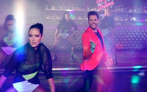 Γιώργος Τσαλίκης: Κάνει την ανατροπή με το νέο του τραγούδι! video   tlife.gr