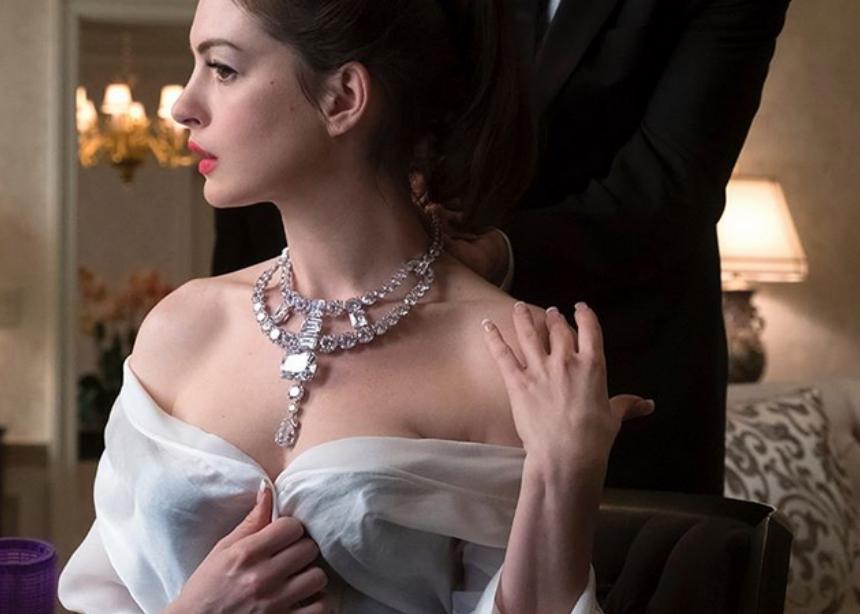 Γιατί η Anne Hathaway στο Ocean's 8 έχει γαλλικό μανικιούρ!