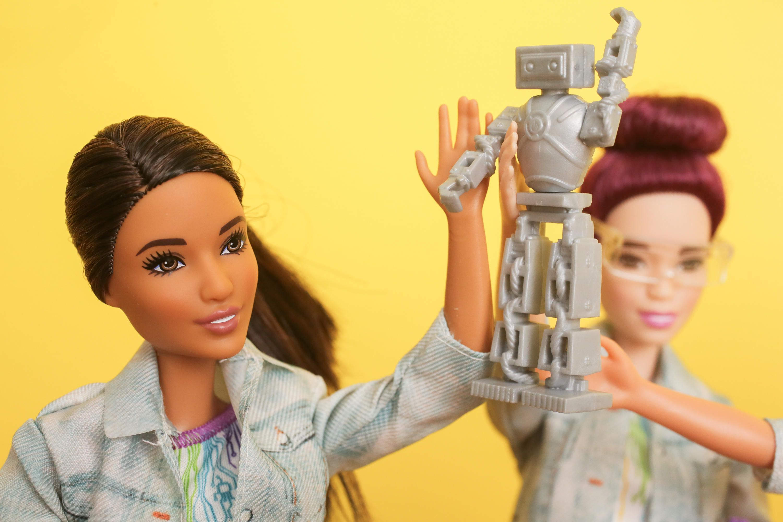 Η Barbie θέλει να μάθει στα κορίτσια ότι μπορούν να κάνουν τα πάντα! Ακόμη και να φτιάξουν ρομπότ! | tlife.gr