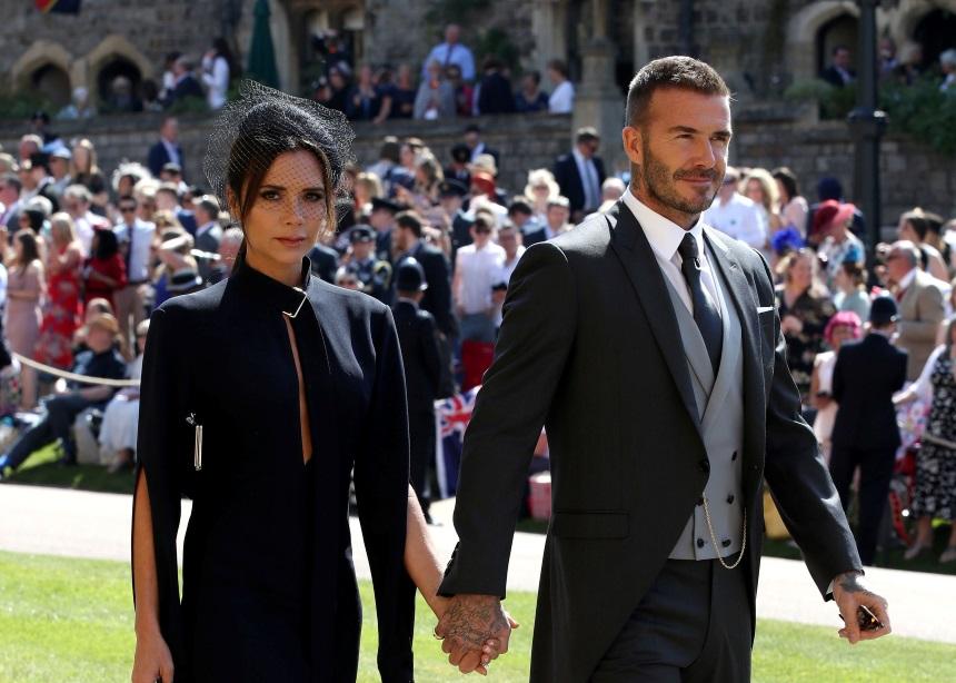 Victoria και David Beckham: Σε δημοπρασία τα looks τους από το βασιλικό γάμο για καλό σκοπό   tlife.gr
