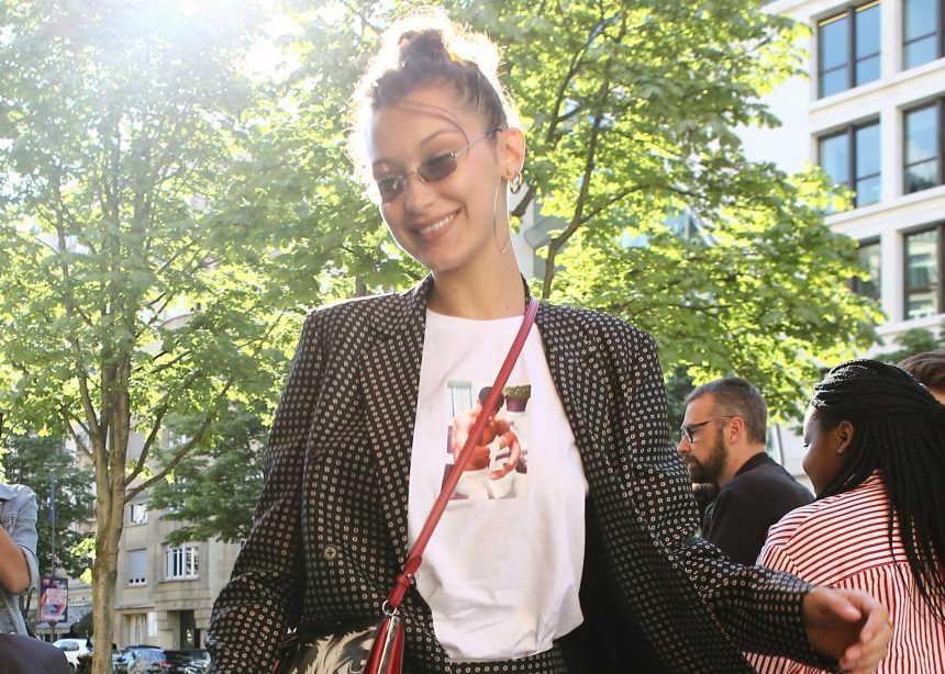 H Bella Hadid μας έδωσε τρία σούπερ styling tips με μια μόνο εμφάνιση! | tlife.gr